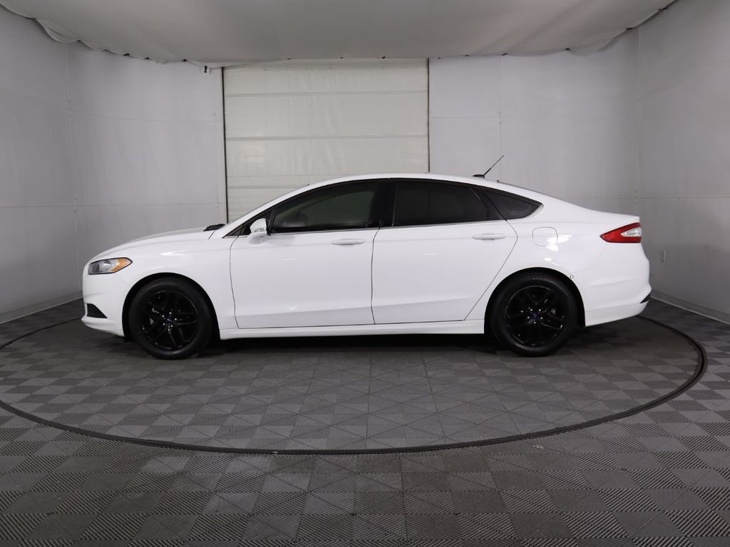 Pre-Owned 2015 Ford Fusion 4dr Sedan SE FWD