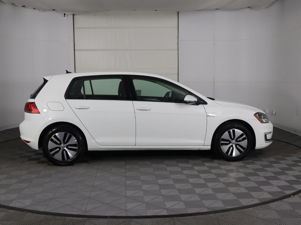Certified Pre-Owned 2016 Volkswagen e-Golf SE 4dr Hatchback